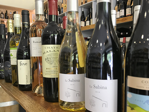 Selection de vin à la cave Les Vins de La Cour